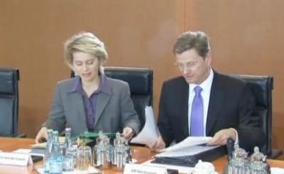 Министр труда Германии Урсула фон дер Ляйен и вице-канцлер Германии Гвидо Вестервелле. Телекадр N24