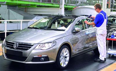 Сборка автомобилей Volkswagen. Фото с сайта autonews.ru