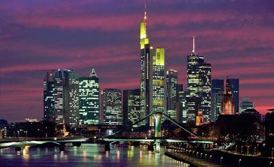 Вид на ночной Франкфурт-на-Майне. Автор Mylius. Фото с сайта wikipedia.org