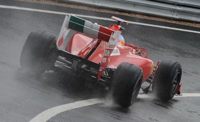 Фернандо Алонсо в болиде Ferrari. Фото с сайта autonews.ru