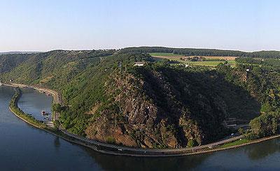 Вид на скалу Лорелей. Фото с сайта wikipedia.org Автор Felix Koenig