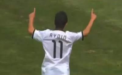 Окан Айдын отмечает свой гол в ворота бразильцев. Скриншот Youtube. Видео пользователя LuigiAvila1985