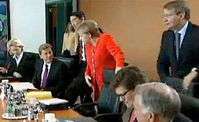 На заседании правительства Ангелы Меркель. Кадр телеканала ARD