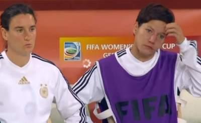 Немецкие футболистки не могут поверить в поражение от Японии. Телекадр ZDF
