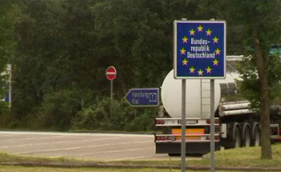 Пограничный знак на въезде в Германию. Кадр телеканала Welt Online