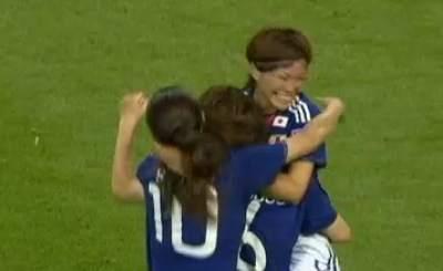 Футболистки сборной Японии празднуют выход в финал ЧМ-2011. Телекадр ZDF