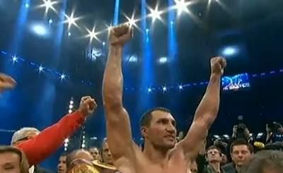 Владимир Кличко празднует победу. Скриншот Youtube. Видео пользователя hutkopc3