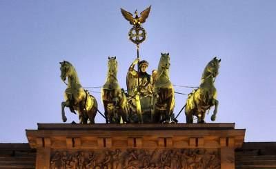 Статуэтка Квадрига на Бранденбургских воротах. © ed g2s. Фото с сайта wikipedia.org