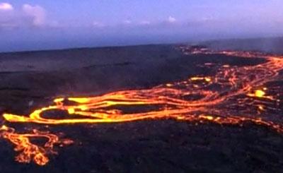 Извержение вулкана Кила-Уэа. Кадр, переданный телеканалов «Россия 24»