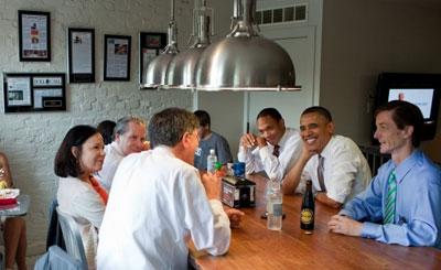 Президент США Барак Обама с группой советников. Фото с сайта whitehouse.gov