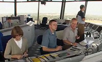 Авиадиспетчеры за работой. Кадр телеканала n-tv