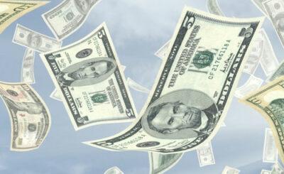 Доллары © ktsdesign - Fotolia.com