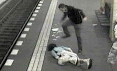 Кадр видеозаписи нападения с видеохостинга YouTube