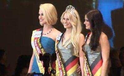 Изабель Гюльк (в центре) - Мисс-Германия 2012. Скриншот Youtube. Видео пользователя agenturpowerline