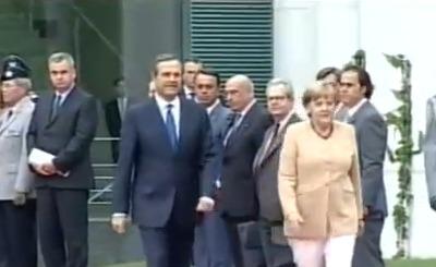 Самарас и Меркель на встрече в Берлине. Скриншот Youtube. Видео пользователя ant1cyweb