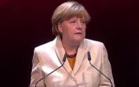 Меркель призывает к более последовательной депортации тех, кому отказано в убежище