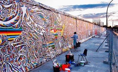 Берлинскую стену защитят забором оттуристов