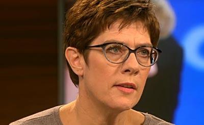 Annegret Kramp-Karrenbauer. Видеокадр пользователя Minotheras, YouTube