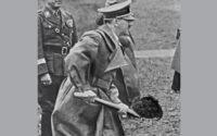 Германия. Адольф Гитлер во время закладки военно-испытательного центра в Пенемюнде (ракетный центр © Центральбильд-ТАСС /ИТАР-ТАСС/Архив. Предоставлено Фондом ВАРП