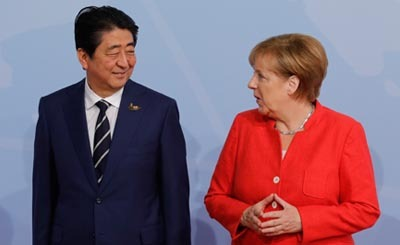 Синдзо Абэ и Ангела Меркель © Михаил Метцель / ТАСС. Предоставлено Фондом ВАРП