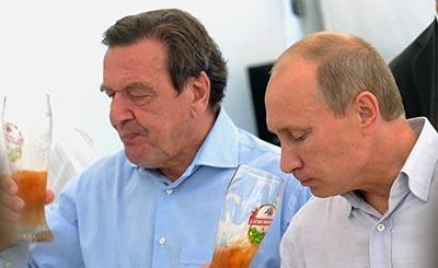 Герхард Шрёдер и Владимир Путин © Александра Мудрац / ИТАР-ТАСС. Предоставлено Фондом ВАРП