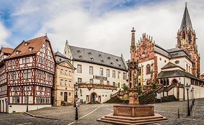 Stiftsplatz in Aschaffenburg © riebevonsehl - Fotolia.com